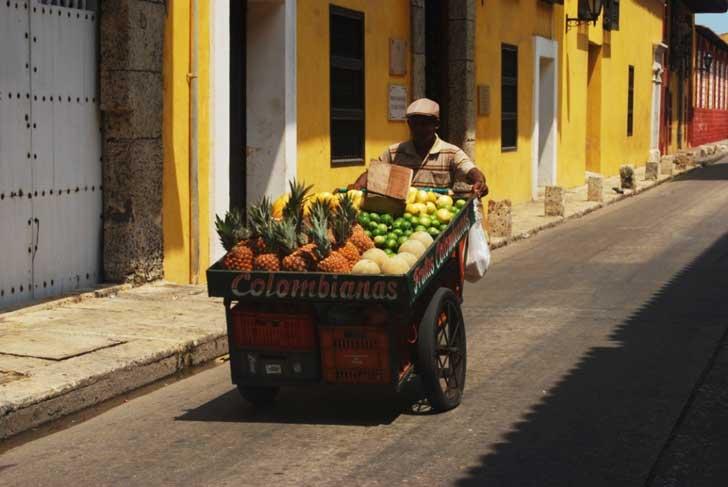 cartagena-jugos-y-ensaladas-de-frutas-en-cada-esquina_583940