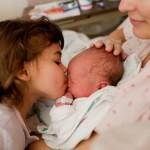 Mira la reacción de estos bebés al momento de nacer.  ¡Que bello es vivir!